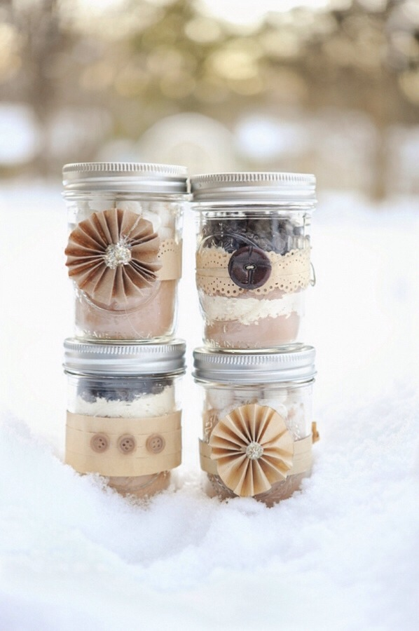 You will need: 1 mason jar 2 cups powdered sugar 1 cup cocoa 2 1/2 cups powdered milk 1 tsp fine salt 2 tsp cornstarch 1 pinch cayenne pepper (secret ingredient) 1/2 cup mini chocolate chips 1/2 cup mini marshmallows Ribbon Gift tag
