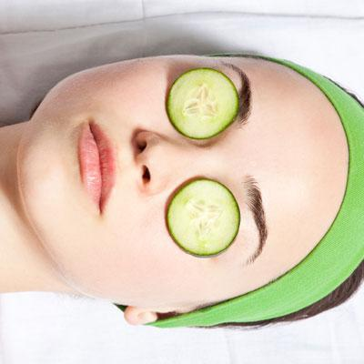 Placing cold cucumber slices or cotton pads soaked in ice cold water over your eyes can reduce puffiness while you soak.