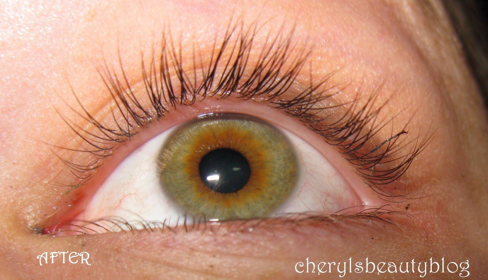 Applying Vaseline To Eyelashes To Make Them Longer And ...