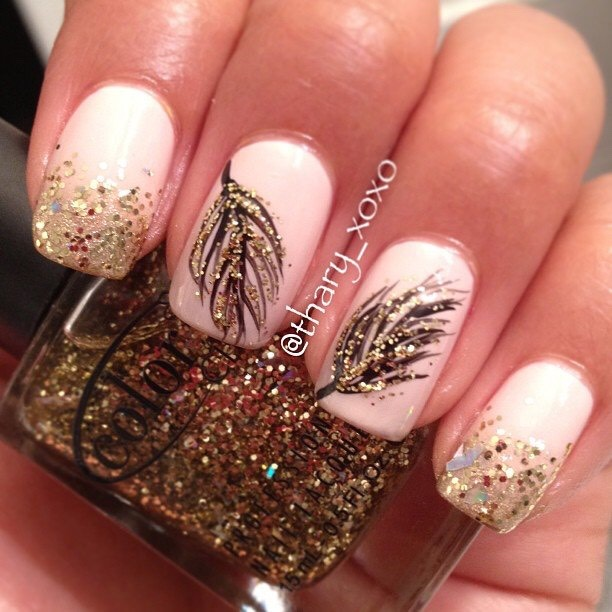 Omg love the white nails and the super cute feathers! Super duper cute! \^o^/ Gold and Whiteperfect combo! And best of all! Matches witheverything!