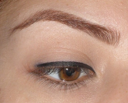 Firstly apply your basic eyeliner by following just above the lash line. Hold the eyelashes down with your other hands to get a better view. Holding down your lashes will make you less shaky when applying.