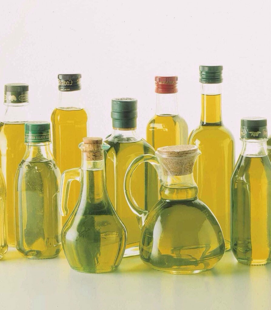 You may add to this mix any oils that you are using in your hair. I recommend a light weight oil i.e: coconut oil , jobajoba  oil , extra virgin olive oil, etc if you want you can use a thicker oil however a small amount would be best (castor oil)