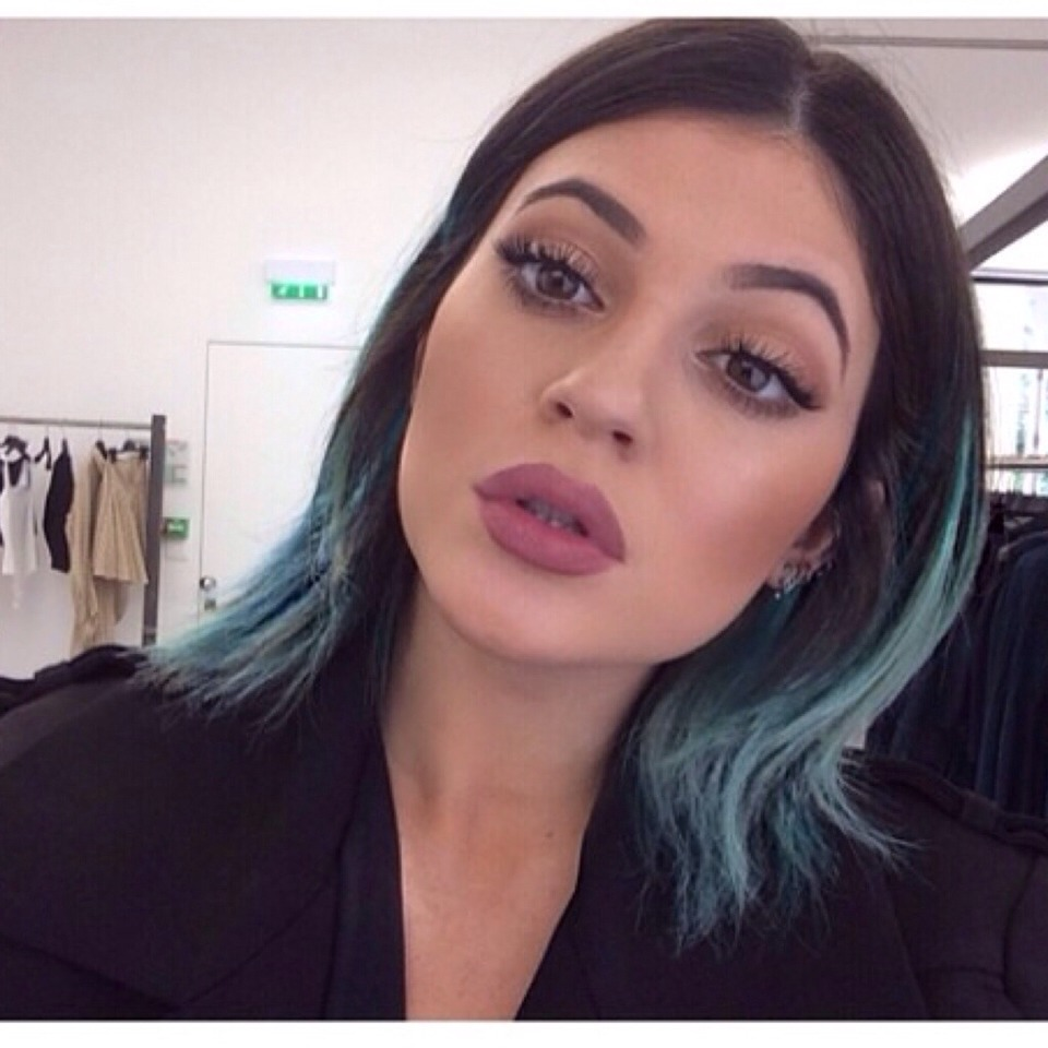 I have looked ALL over for Kylie Jenner's plum/nude lipcolor. And im exited to have finally found it. So here it is!