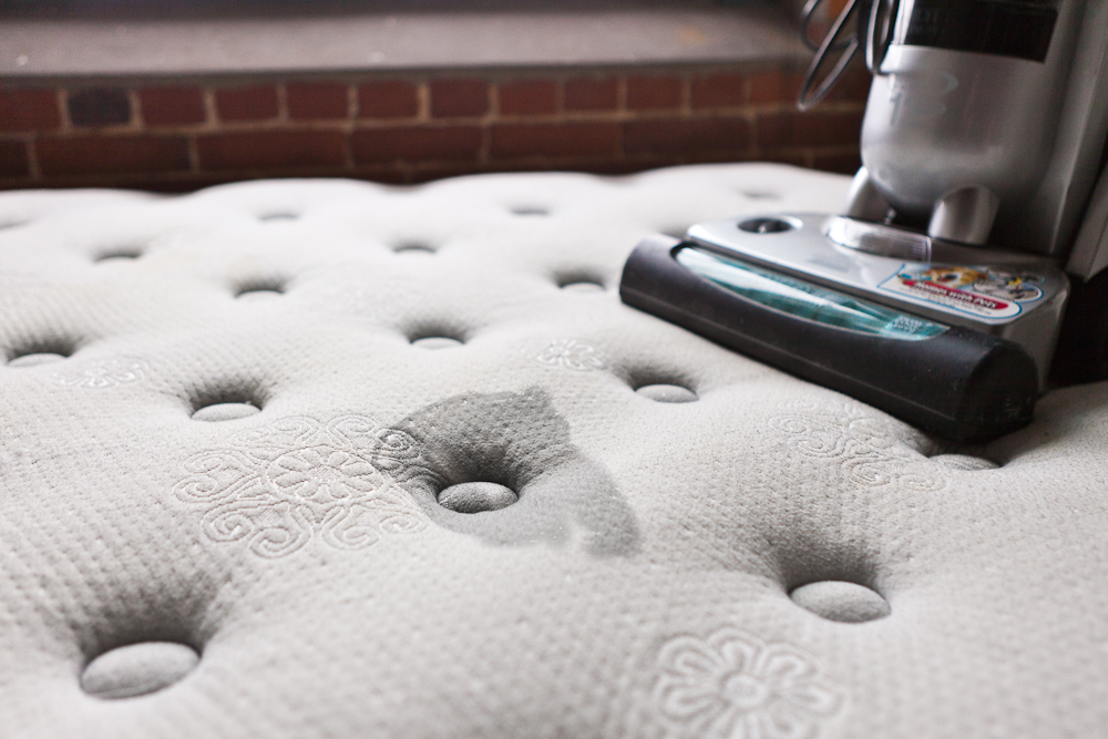how to make mattress smell nice and avoid bugs