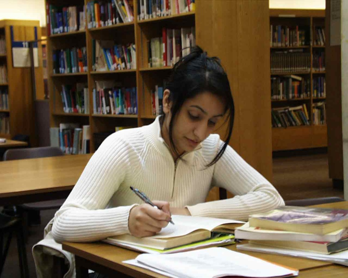 Let's say you have a test on monday and you find it out on thursday. From thursday to friday study for 15 minutes (study the stiff that you need help most). Then on saturday , study for 40 minutes every 2-3 hours.