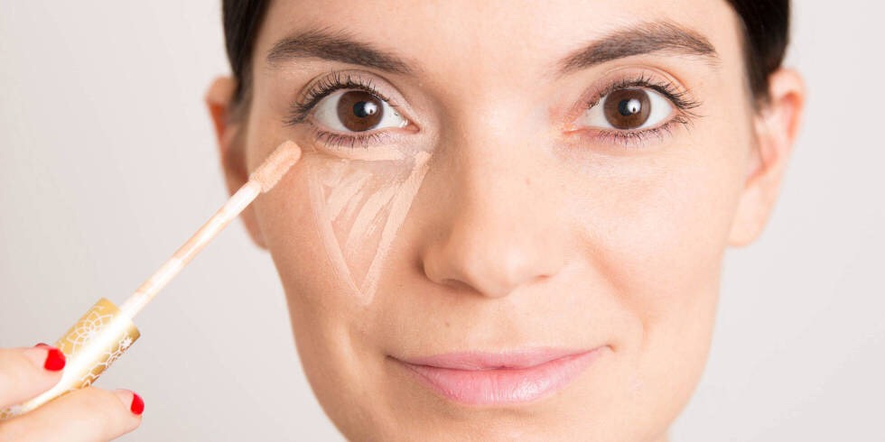 Tip two ~  Don't apply concealer directly under the eyes, make sure you draw a large triangle underneath the eye .