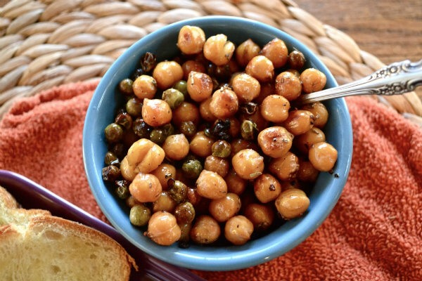 1) In a Saucepan over medium heat, add all the ingredients but the peas and the bread.  Simmer until the chickpeas turn brown.   2) Add the peas to the mixture and continue to simmer.
