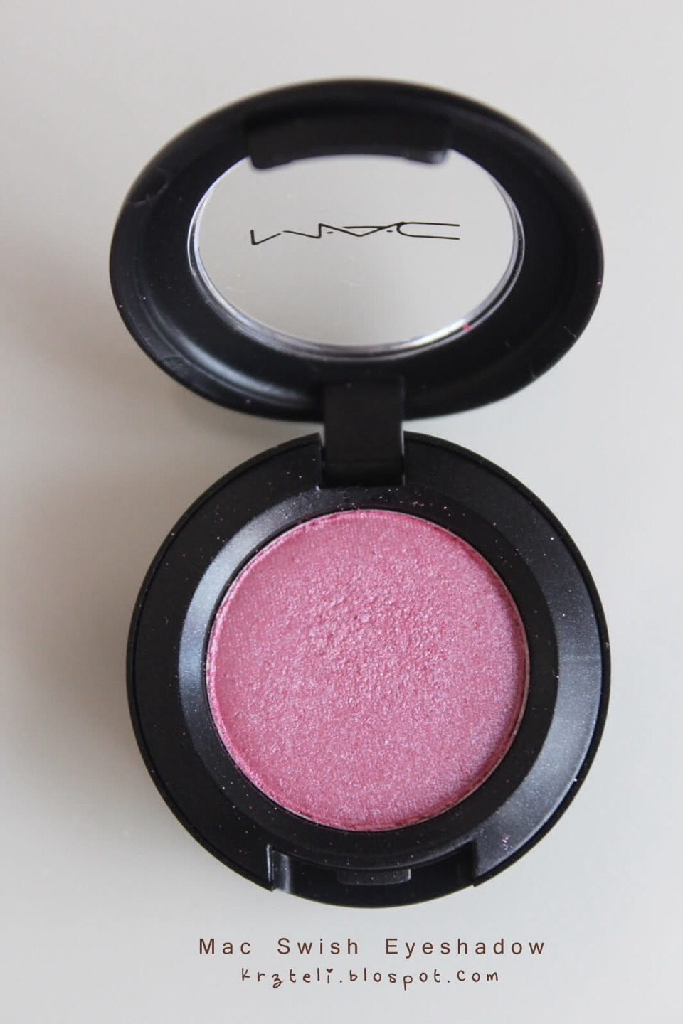 This would be for 1st years nice light pink eye shadow nice and light