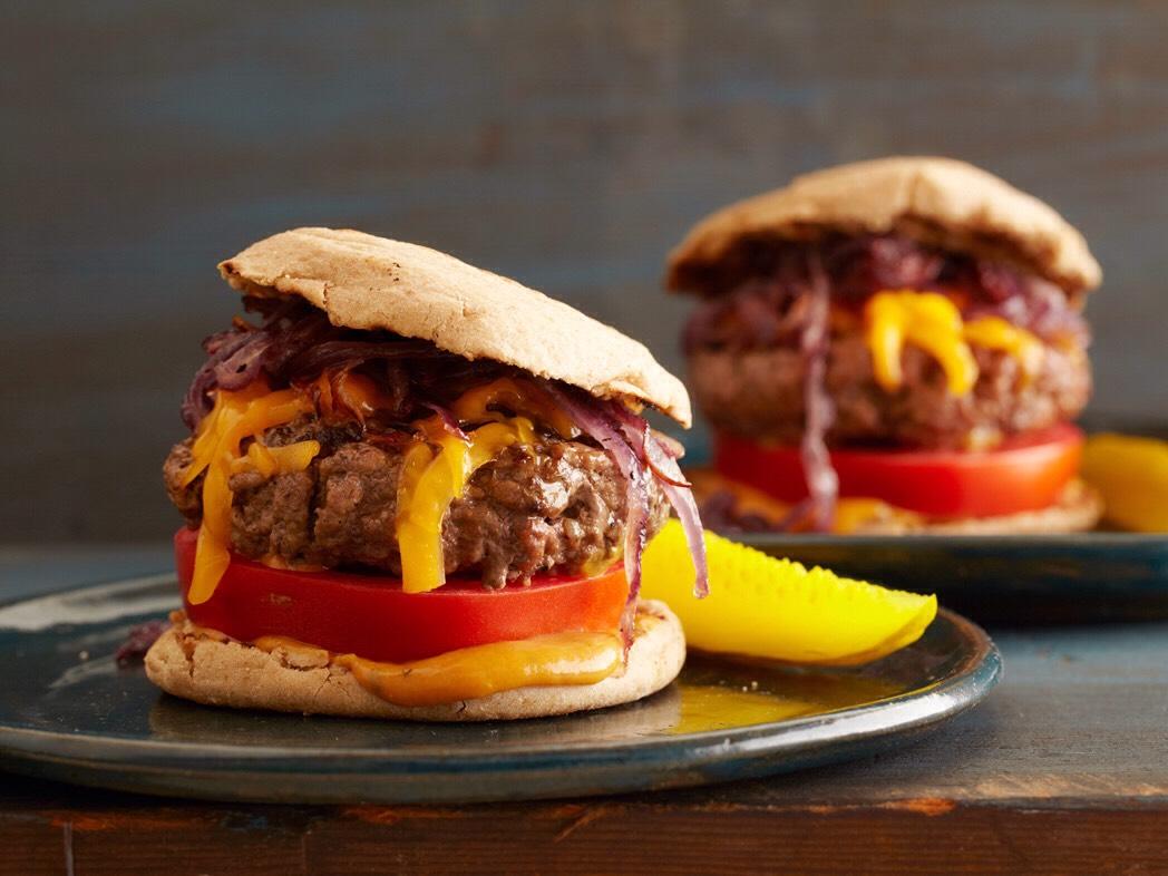JUICY GRIlLLED CHEESEBURGERS  Total Time: 40 min | Yield: 4 servings