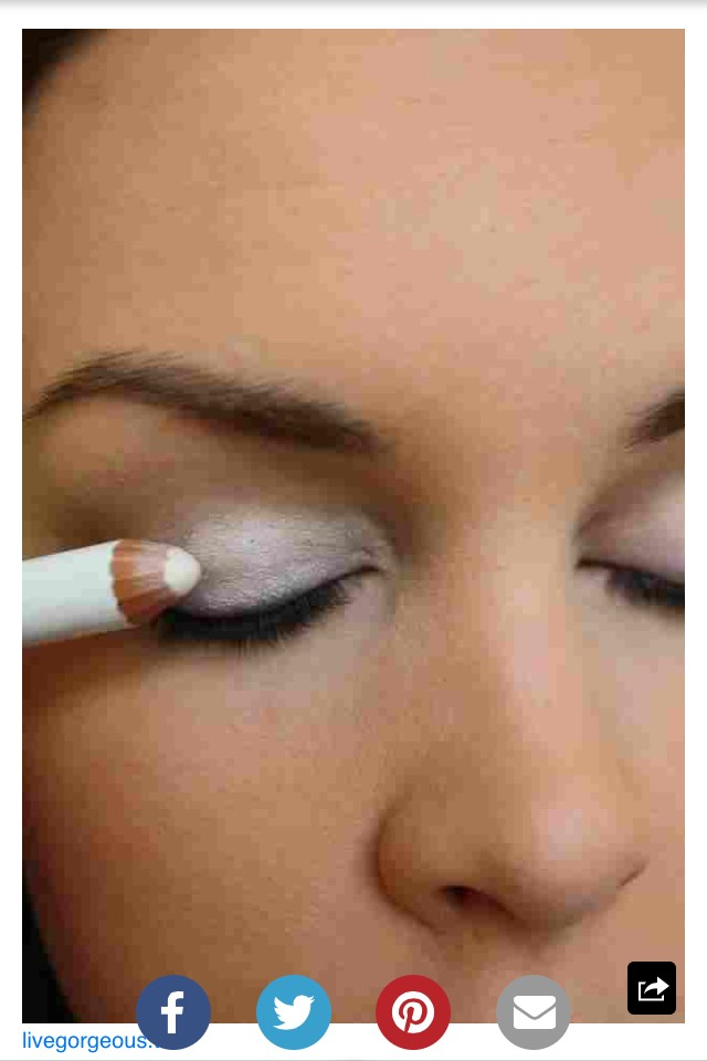 Just put white eyeliner on your eyelid before putting on your eyeshadow to make it pop