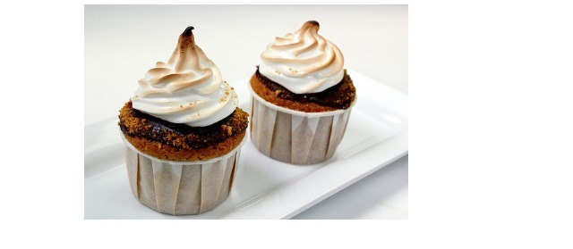 Delicious s'more cupcakes. Yes there are a lot of steps but so worth it if you are willing to follow them! Great for summer parties or really any season. Make the pages bigger to be able to read them better. Don't forget to like and save. Enjoy :)