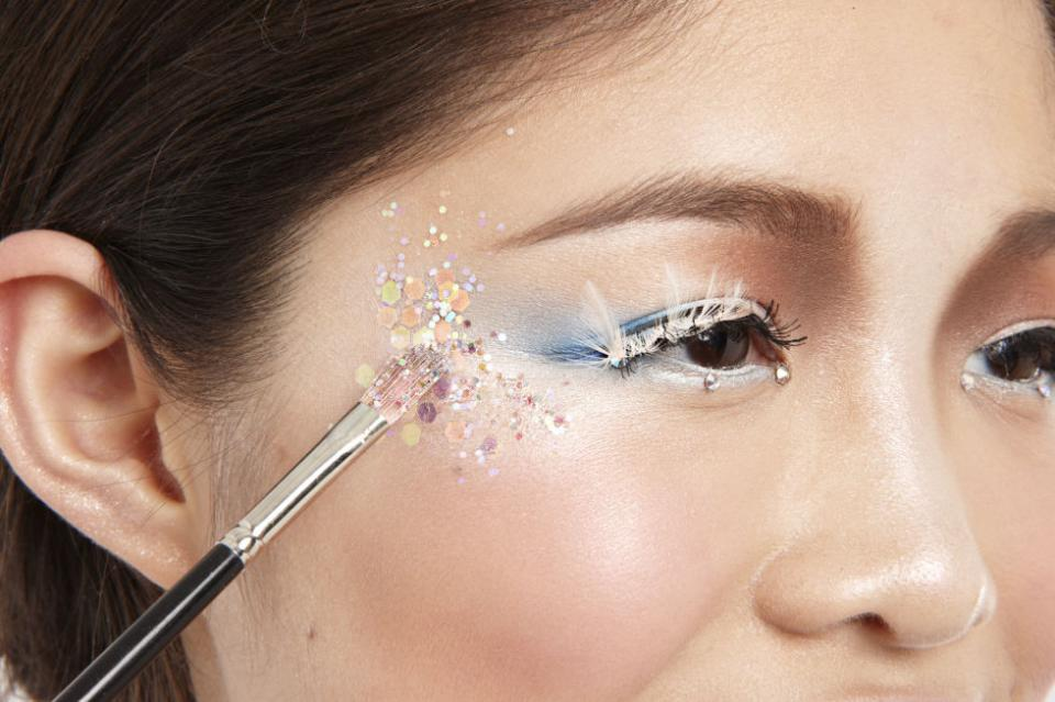 """3  Add Sparkle Amp up the shine! Use lash glue to apply rhinestones along lower lashes, then dot glue on temples and tap on glitter with a small brush."""""""