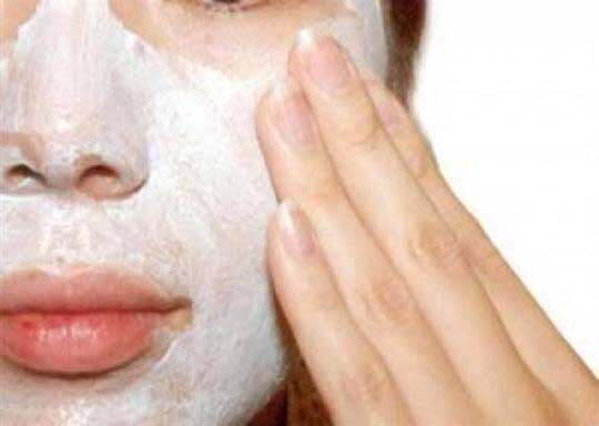 1) Exfoliate your Skin:   Gently exfoliate and clean your face regularly to avoid dirt in skin pores. This will also help you make skin supple and also helps you get rid of Chin blackheads.