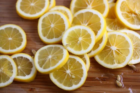 use lemon juice as a natural hairspray! smells fresh and holds up those curls :) 👍 💁 add to a spray bottle for easy access and even cover
