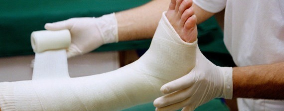 A broken ankle can be extremely frustrating and can ruin your plans for the next couple of months in an instant. I've learnt from experience that they don't give you much advice at the hospital! These do's and don'ts will ensure you have the quickest and healthiest recovery!