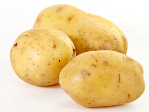 Here TheNatural Ways To Remove Dark Circles Completely: 1. Potato: Potato includes the natural bleaching agent that can support to reduce the puffiness around your eyes and lighten the skin. Grate 2 chilled potatoes and extract its juice. Dip cotton balls in the juice and place them on the dark circle region. Make sure that the cotton balls cover the entire region of the dark circle. Allow it there for 10 minutes to let the skin to absorb the juice and finally wash off with the cold water.