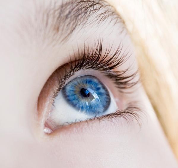 Blue eyes: black eye liner!