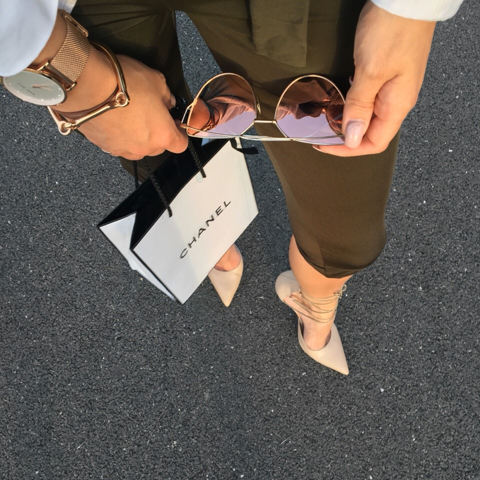 How to style rose gold jewellery