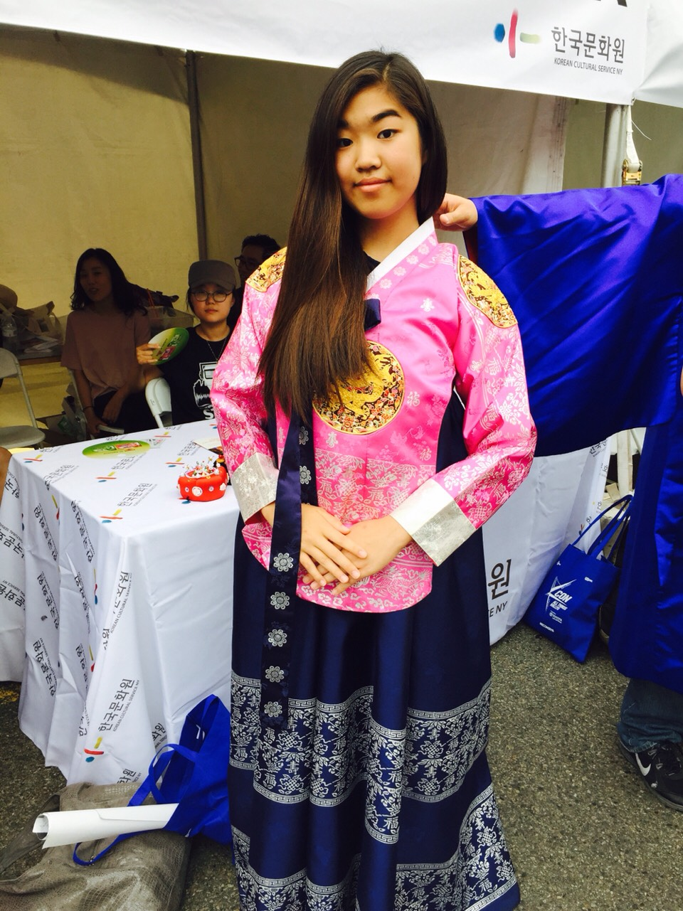 THE WRONG WAY TO WEAR A HANBOK (한복)  they got this from Korea just for this 💕