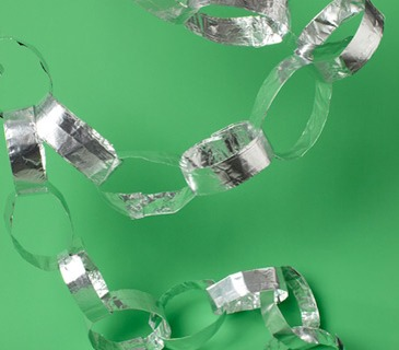 Aluminum Foil as Party Garland.Twist foil into links to make a sparkly garland for an almost-instant party decoration.