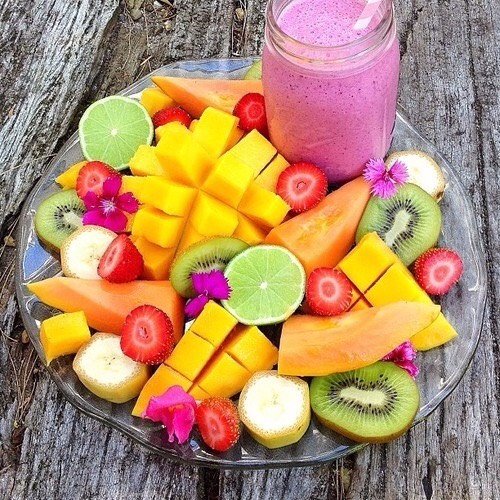 🍉- Plate of fruit You will need: You're favorite fruits (Banana, watermelon, strawberries, blueberries, mangos, pineapple...) Methods: Put them in a plate and enjoy!