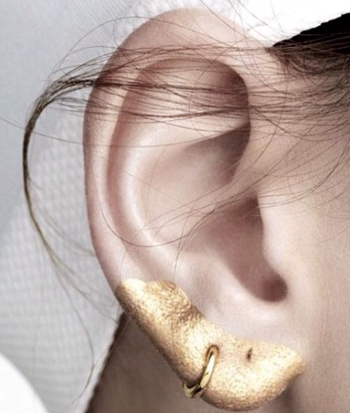 This look is made by using gold metallic liquid eyeliner.  An earring can also add style to your look.