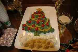 Creative Christmas vegetable tray