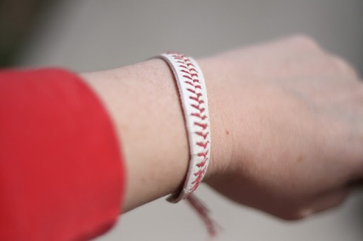 There you go! Enjoy your baseball bracelet⚾️