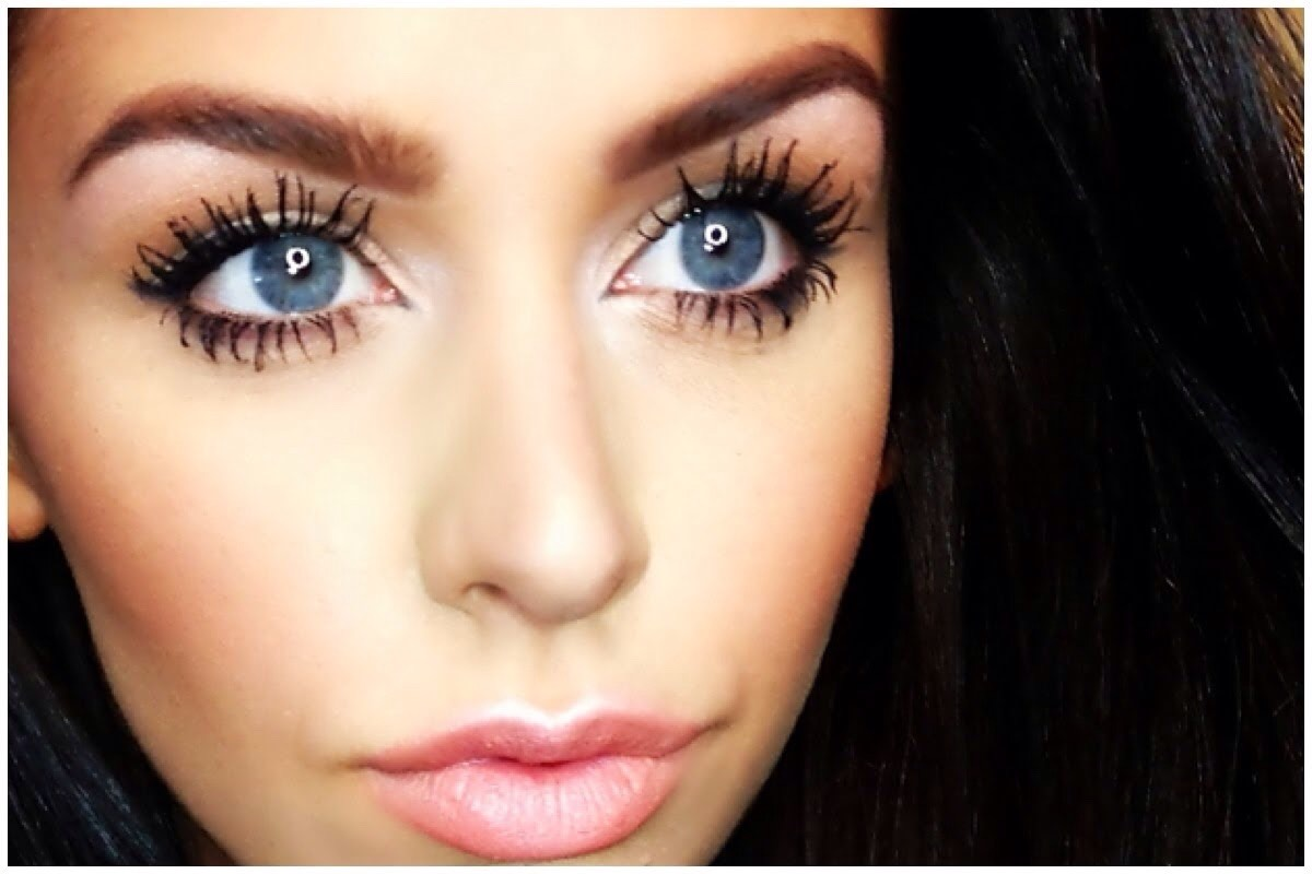 When you apply your mascara on your top lashes put the mascara brush at the ends of your eyelash and blink and push back while doing it, if you can while your doing that maybe wiggle the brush back and forth, doing that will get more mascara on your eyelashes and making them fuller and curlier.