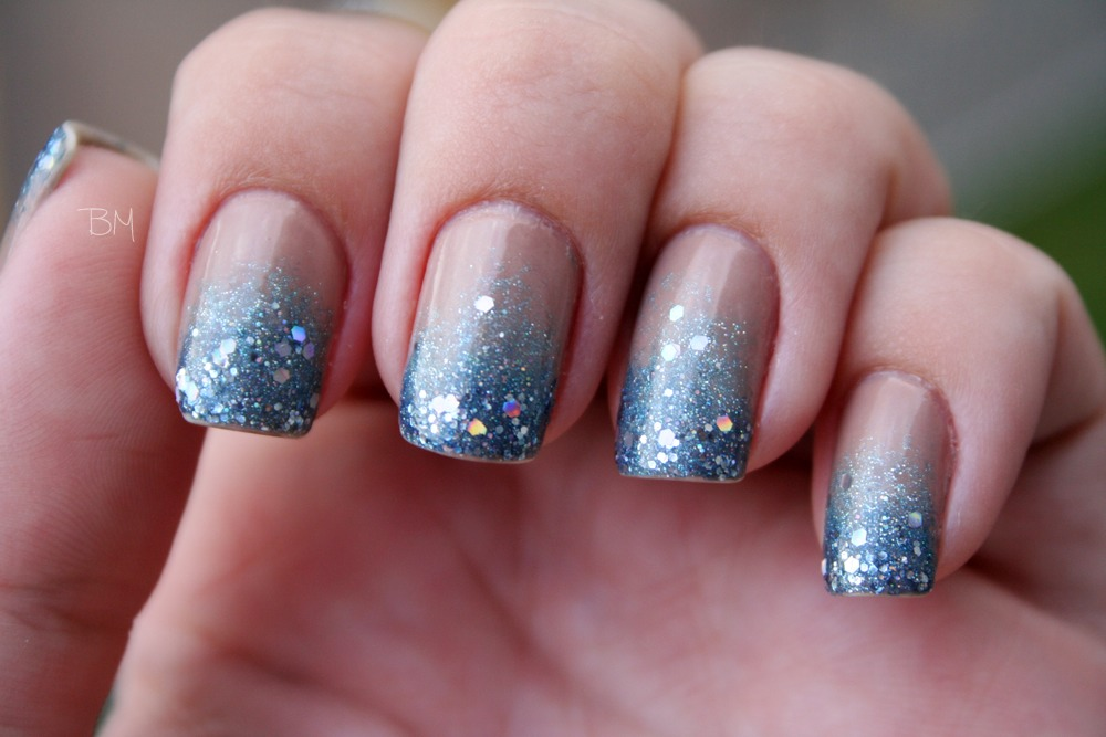 Musely creating a french tip base on the nail with a sponge and then using a top prinsesfo Images
