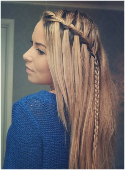 right here is a good braided hairstyle to were to school or work! or even on one of your lazy days. why can't you be fabulous everyday!! 👉👈