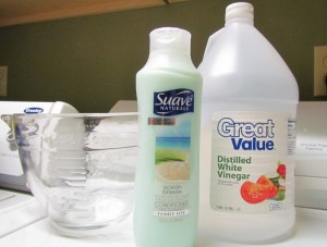 What you will need: 2 cups of your favorite scented conditioner (doesn't matter what kind, even the cheaper stuff works great) 3 cups of white vinegar 6 cups of water hot A container to mix the ingredients and hold the softener in.