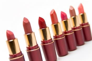 Best Colors for Warm Complexions  Women with warm/medium skin tones look best in earth tone colors or berry and mauve shades. Avoid bright pinks and browns that are too light. The best lipstick shades for women with medium skin tones with warm undertones are: