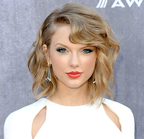 Taylor Swift is an American Signer. She's amazing. Her newest album is called 1989