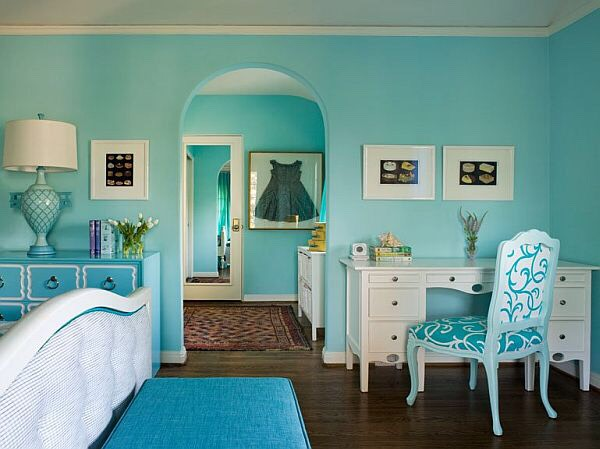 In this bedroom you would have blue everywhere!