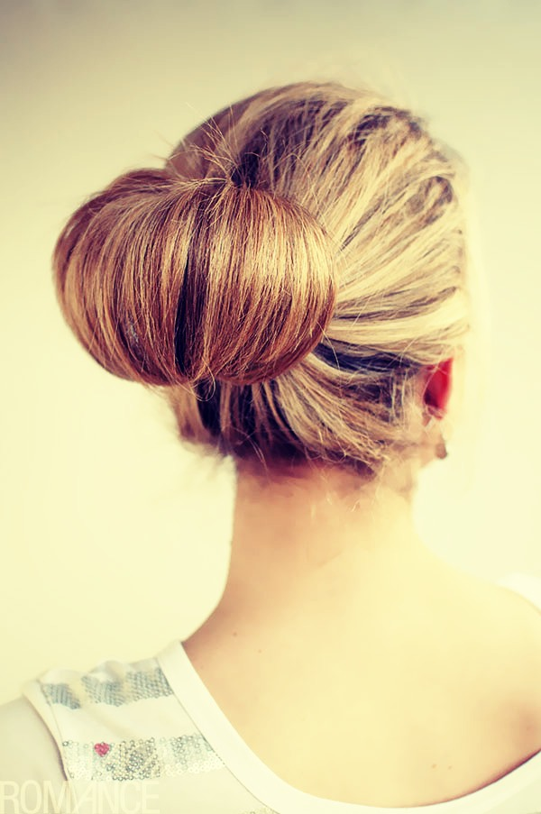 """🎀First, put your hair into a bun with the little """"Tail"""" pointing up. 🎀Then, split the bun in half and pin the sides  down to your head  🎀After that, take the """"tail"""" and put it in the middle and pin the end to the back of your head with bobby pins... 🎀And wala, you have a hair bow"""