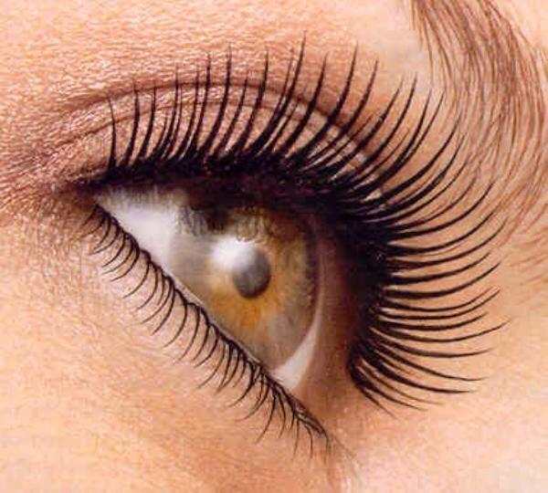 Apply to eyelashes to grow.