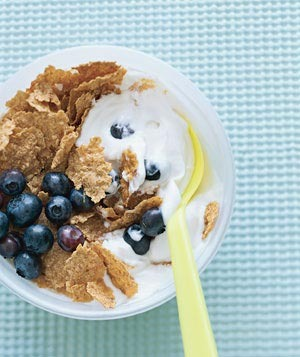 "Cereal ""Sundae"" A bowl of fiber-rich bran flakes (about 1½ cups) with 8 ounces of low-fat milk is nearly the perfect breakfast. Make it portable by replacing the milk with lemon or vanilla yogurt and mixing it in a to-go container. Increase the fiber and vitamins by adding ¼ cup of nuts or fruits."