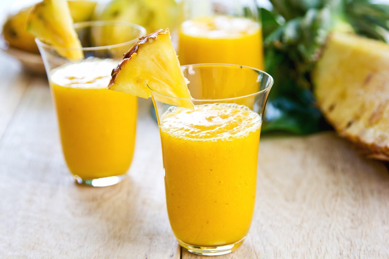 1.5 cups diced pineapple 1 banana 1/2 cup Greek yogurt 1/2 cup ice 1/2 cup pineapple juice or water