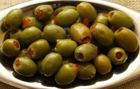 Eating olives benefit our cardiovascular system, respiratory system, nervous system, immune system, inflammatory system & our digestive system! They even have an unusual antioxidant so those trying to loose weight & eat healthy add olives to your menu! 🍈💪