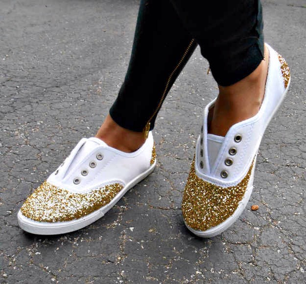 17. Or you can add glitter to the toes and heels for a little sparkly kick. You need some glitter in your life.