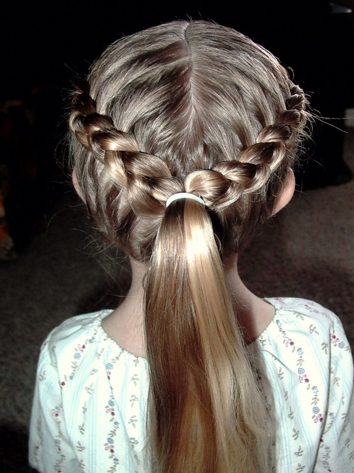 It even looks great sprucing up a simple ponytail! And it's great for school and work