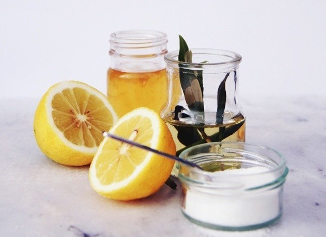 LEMON SCRUB |This one is a mix of four real power ingredients: Olive oil, honey,sugar + lemon juice. Together, pantry staples combine to help fight acne + aging all while leaving your skin feeling incredibly clean and smooth
