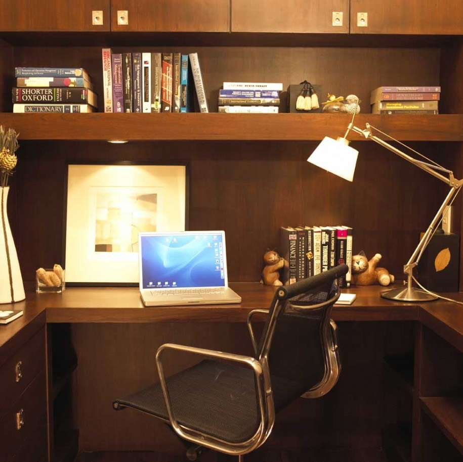 A clean study space is key if you want to avoid any distraction. Don't sit in the kitchen where your whole family is passing by and talking to you everytime.