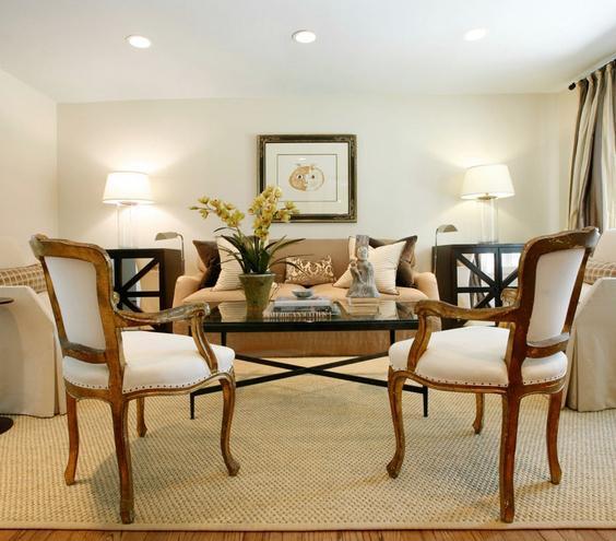 Formal Arrangement Designed for entertaining and little tête-à-têtes, this formal living room's oval furniture arrangement keeps the focus inwards.