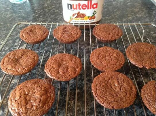 1 1/2 cup of nutella 2 eggs 1/2 cup flour so delicious😊☺😆