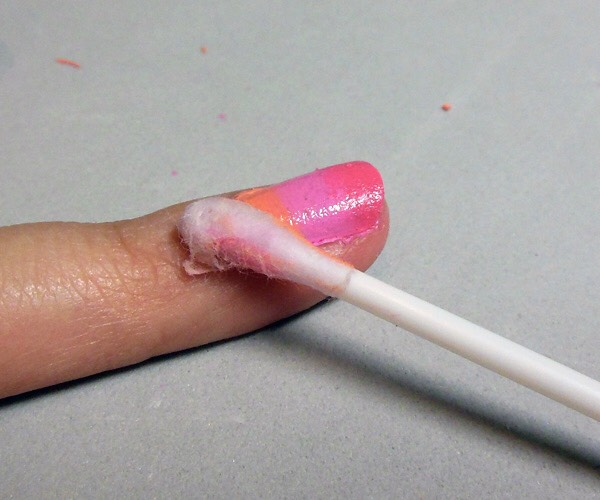 The last thing to make your nails look amazing ! Is to put a Cotten bud in nail polish remover and remove the excess nail polish of your fingers !