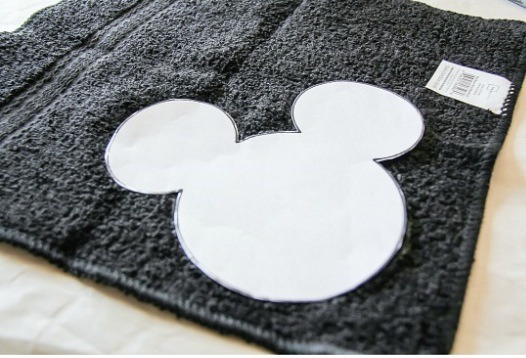 Repeat the above step with the second hand towel. Make a template for the Minnie Mouse head and bow, trace around it on the face washers, and then cut them out.