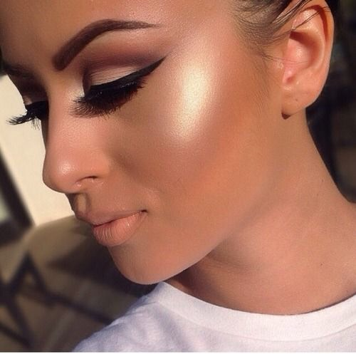 Bronze Highlights  Warm bronzer and a gold toned highlight is all you'll be seeing this fall.