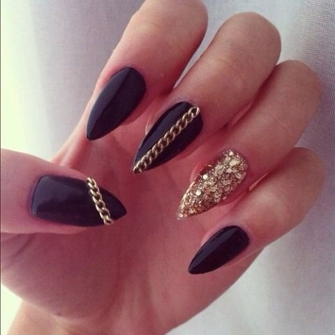 Musely black claws with gold glitter feature nails with gold chains prinsesfo Images